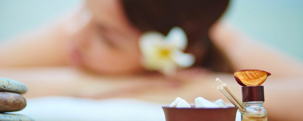 massages ayurv diques main de femme. Black Bedroom Furniture Sets. Home Design Ideas